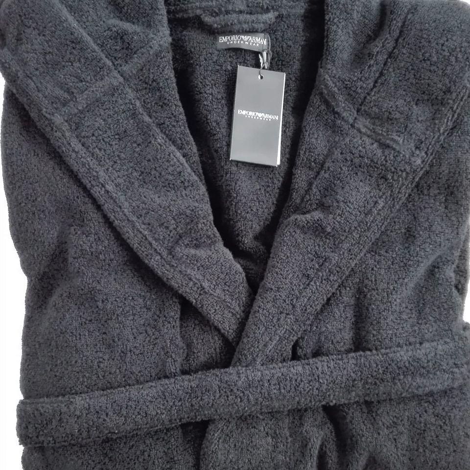 albornoz-negro-detalle-manga-logo-blanco-100-algodón-emporio-armani-1