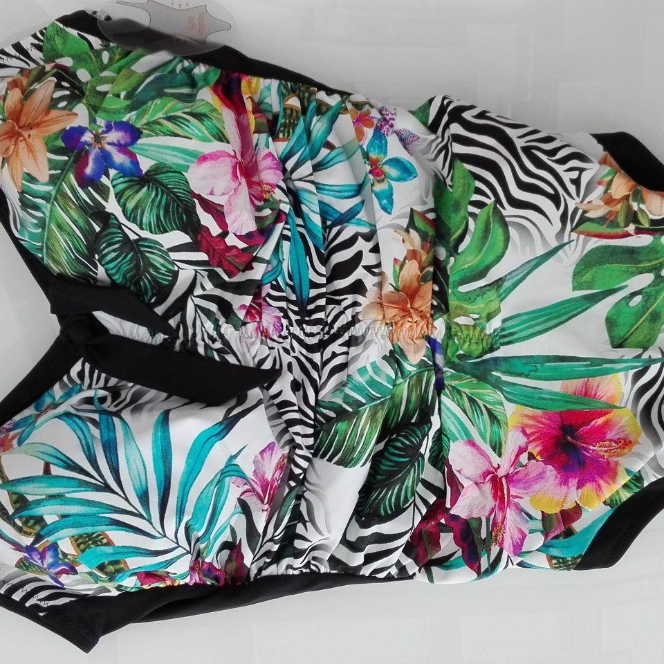 bañador-preformado-negro-estampado-detalle-escote-xanadu-maryan-beachwear-copa-c-1