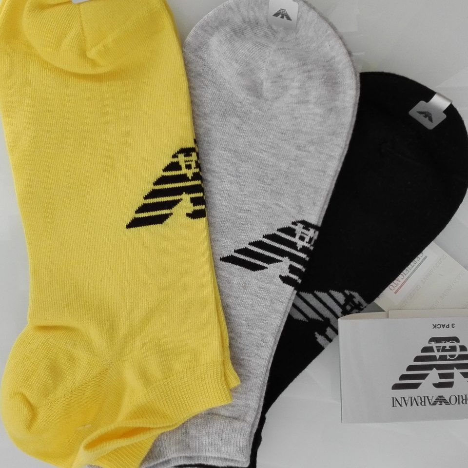 calcetines-pack-3-negro-amarillo-gris-tobilleros-emporio-armani-1