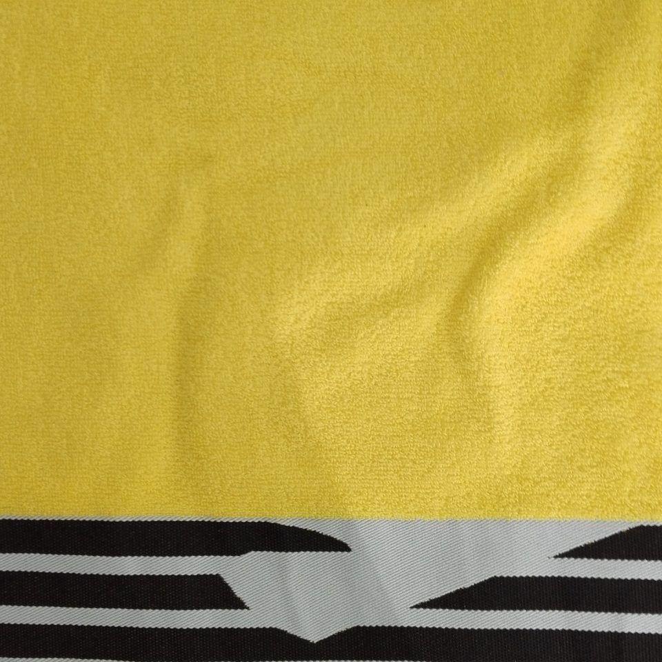 toalla-rizo-100-algodón-amarilla-detalle-logo-negro-emporio-armani-1