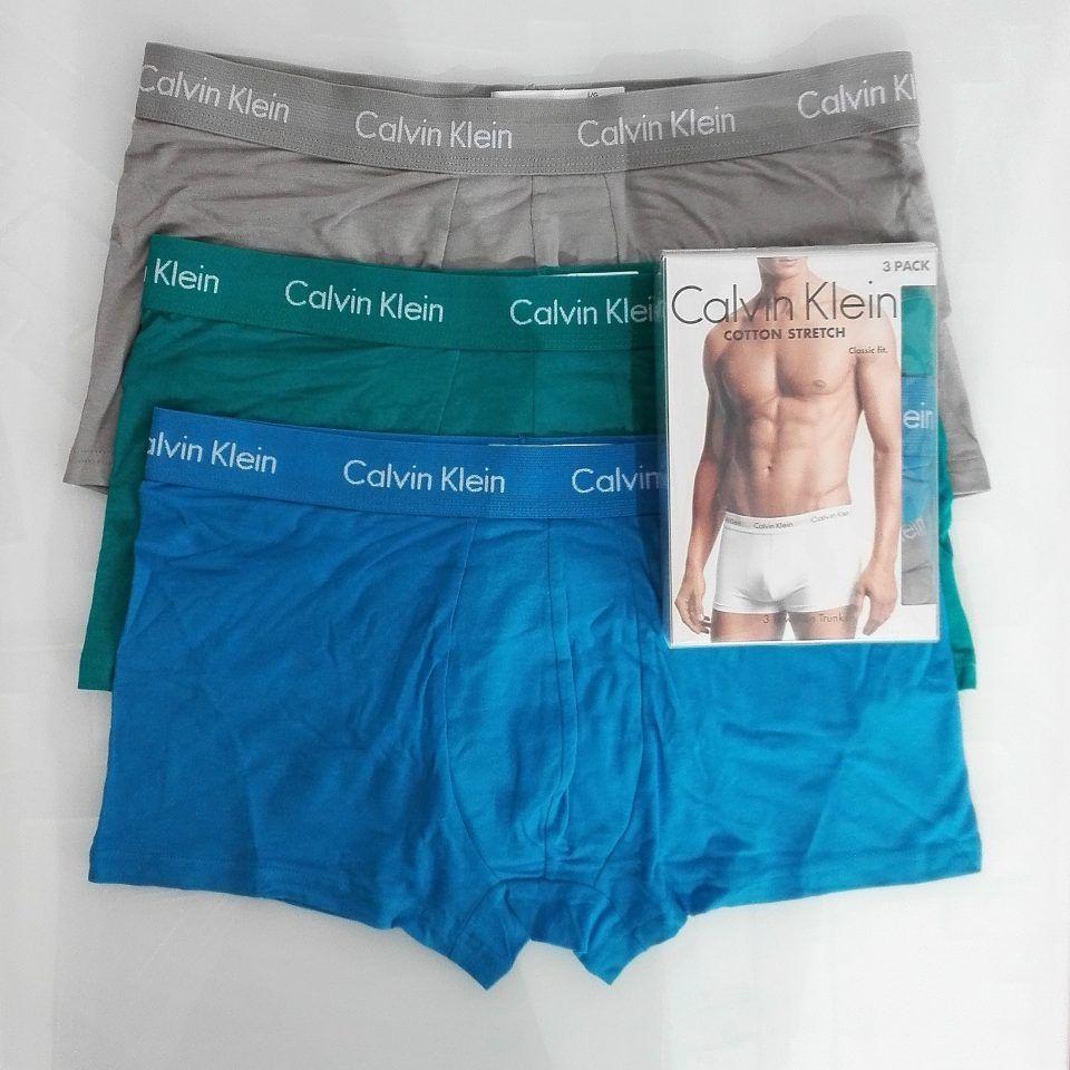 bóxer-pack-3-talle-bajo-stretch-cotton-azul-verde-gris-claro-letras-blancas-cinturilla-elástica-calvin-klein-1