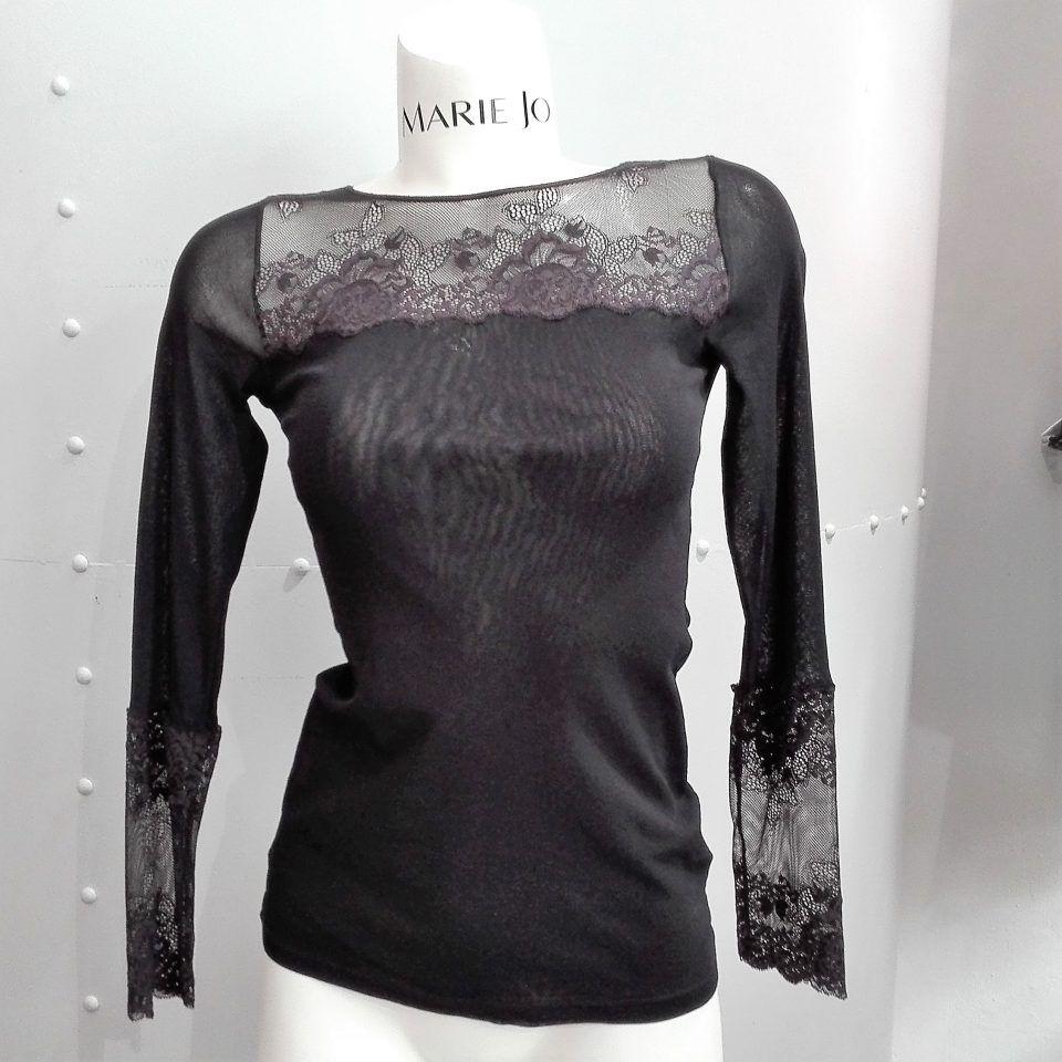camiseta-cuello-redondo-manga-larga-janira-greta-negro-encaje-escote-1